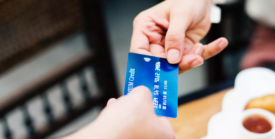 postpage The Advantages and Disadvantages of Cashless Payments THE DISADVANTAGES OF CASHLESS PAYMENTS  - The Advantages and Disadvantages of Cashless Payments